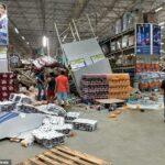 Momento chocante, prateleiras de supermercado brasileiro desabam em um efeito dominó, esmagando um trabalhador até a morte e deixando outros oito feridos